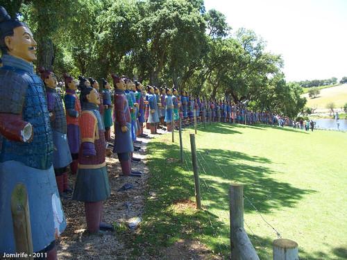 Jardim Buddha Eden - Exército em linha