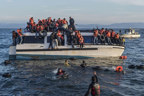 Syrians_Iraq_refugees_at_Lesvos_2015-10-30