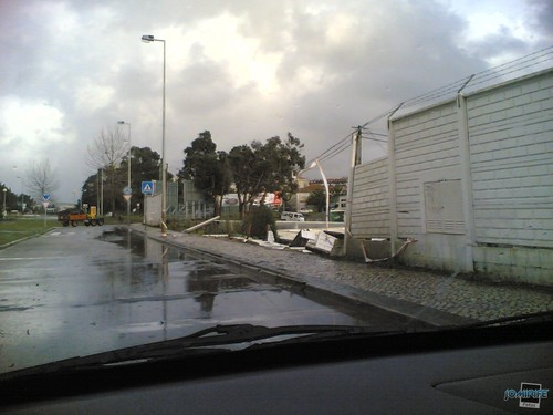 Mau tempo: Muro da Naval caiu (Figueira da Foz)