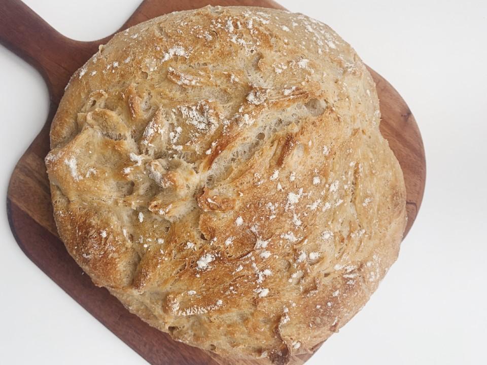 pão caseiro com massa mãe.jpg