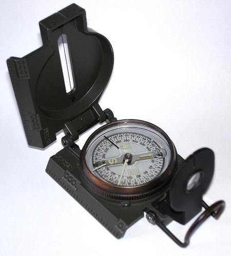 0 800px-Liquid_filled_compass.jpg