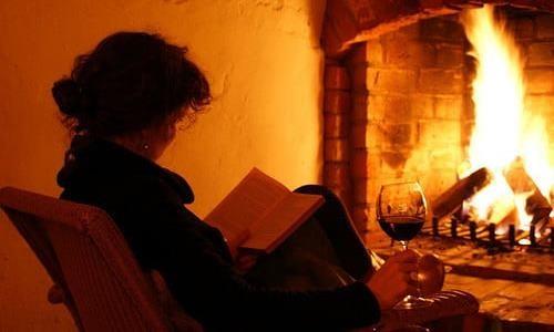livro e vinho.jpg