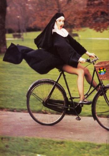 HD Freira pedalando a alta velocidade.jpg