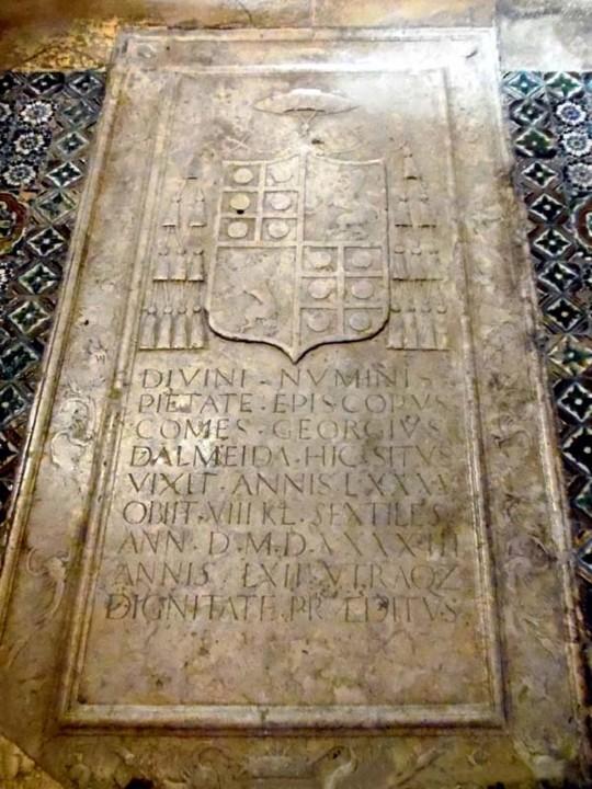 Armas de D. Jorge de Almeida na Capela.jpg