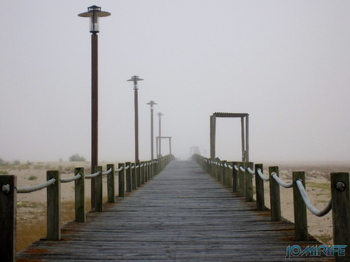 Figueira da Foz ao inicio do dia com nevoeiro - Passadeira para a praia (2) [en] Figueira da Foz in the morning with fog - Walkway on the beach