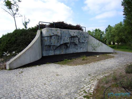 Marinha Grande - Parque da Cerca (9) Muro de escalada [en] Marinha Grande in Portugal - Fence park Climbing wall