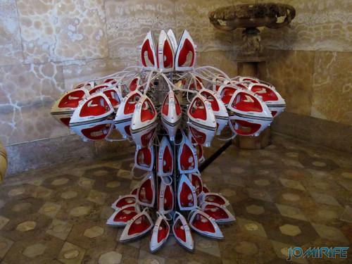 Joana Vasconcelos - A todo o vapor (Vermelho) 2013 aka Escultura com ferros de engomar [EN] Full steam ahead - Sculpture with irons