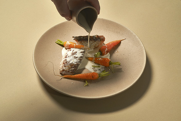 carvina, cenouras novas, batata de chaves e tomilh