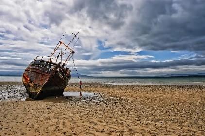 Barca encalhada.jpg