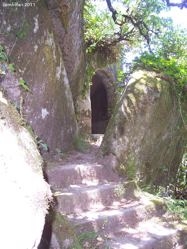 Jardins do Palácio da Pena - Buraco na pedra