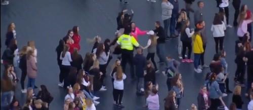 policia a dançar.jpg