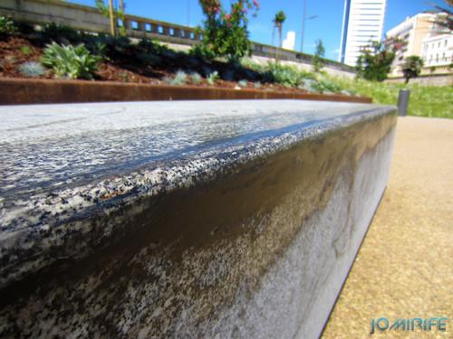 Jardim Espelho de água da Figueira da foz com bancos sujos de óleo dos skate [en] Garden Water mirror Figueira da foz with oil of skate