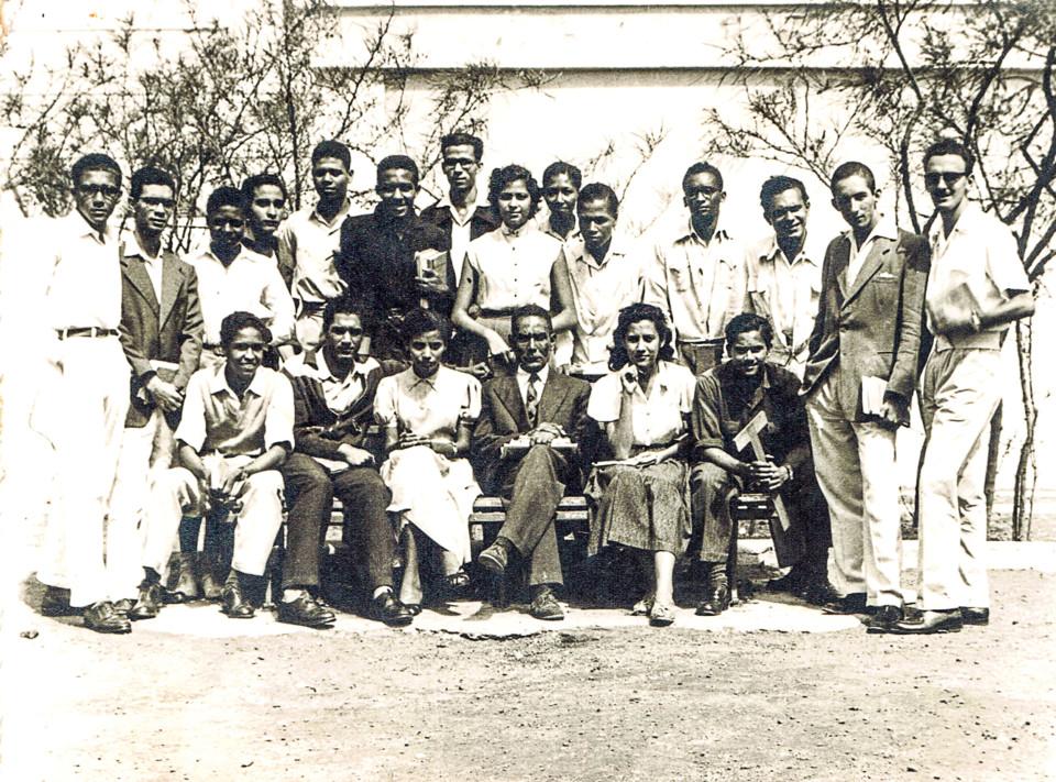Teof_Setimo 1957 Nho Roque ao meio.jpg