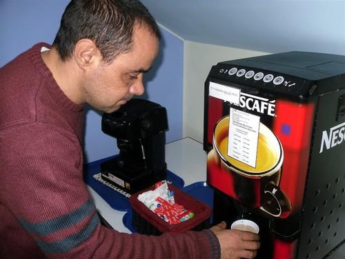 O Avelino a tirar café