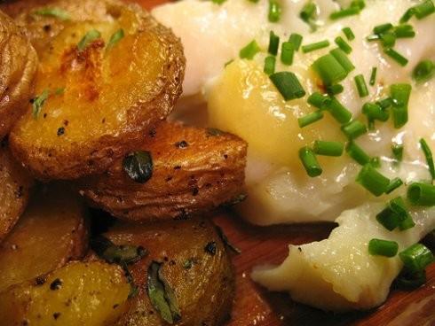 bcalhau assado com batatas a murro.jpg