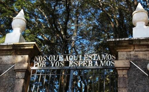 Cemiterio(NosQueAquiEstamosPorVosEsperamos).jpg