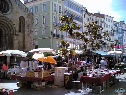 Feira de antiguidades na baixa de Coimbra