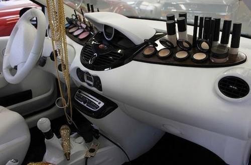 Novo modelo para mulheres viciadas em make up......