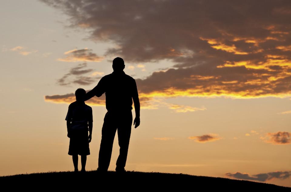 padre-e-figlio-tramonto.jpg