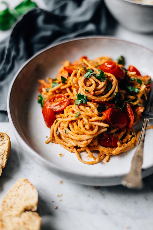creamy-vegan-tomato-pasta-2.jpg