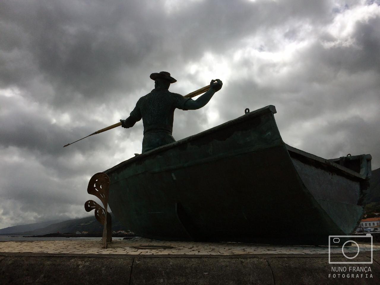 Monumento alusivo à caça da baleia - São Roque do Pico