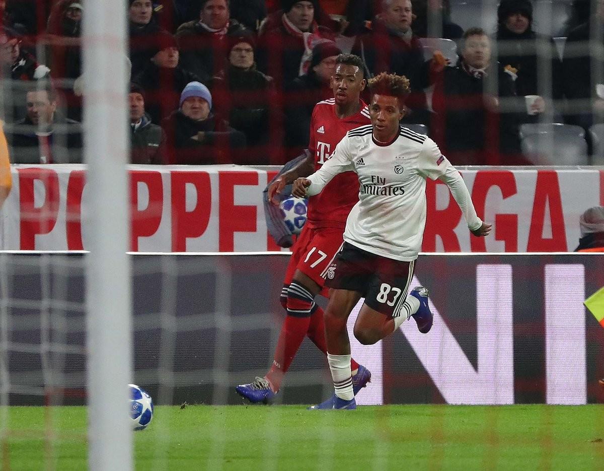 O Benfica perder nunca pode ser uma normalidade. O Benfica ser goleado é  impensável. O Benfica sofrer cinco golos é vergonhoso. ea8cde8c6455e