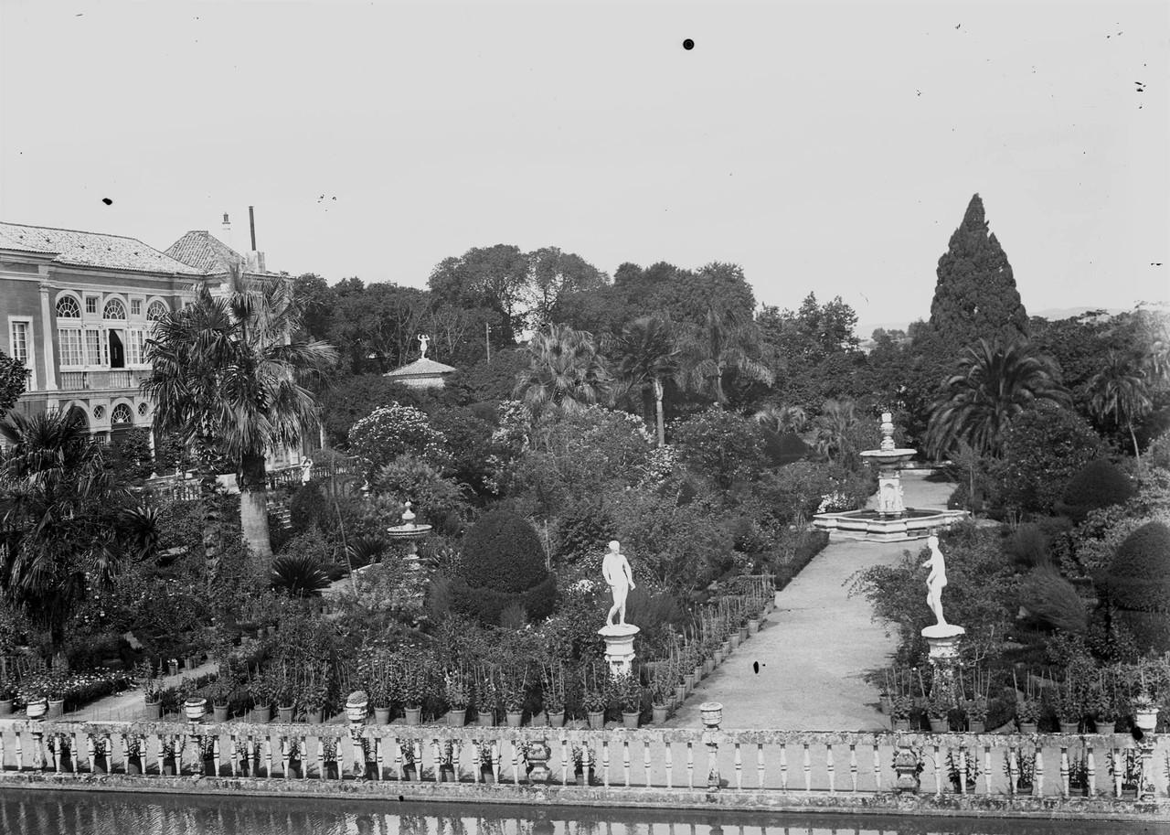 Palácio dos Marquêses de Fronteira, vendo-se a f