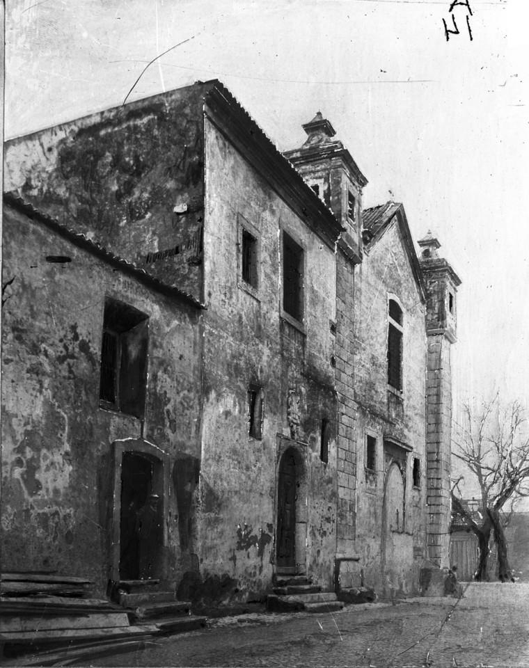 Igreja do convento de Santa Ana, porta principal q
