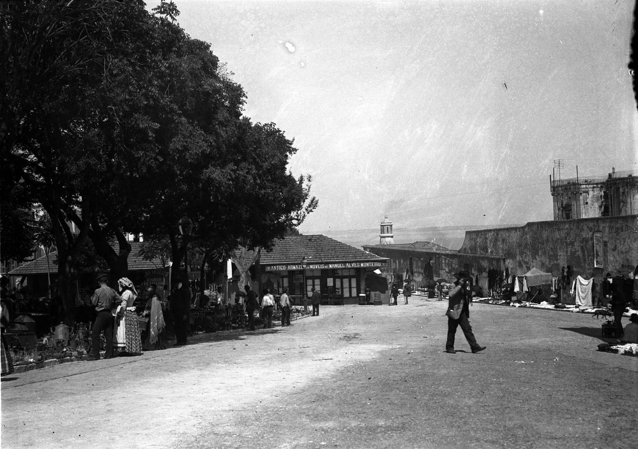 Mercado de Santa Clara, com a Feira da Ladra, sd,