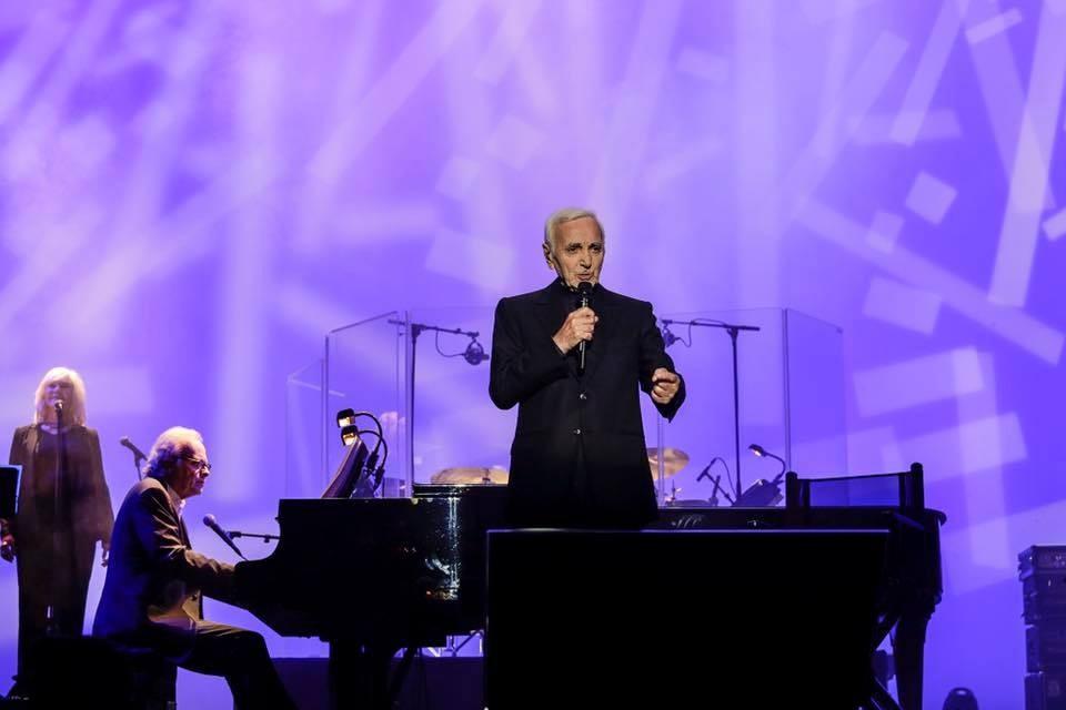 charles aznavour ao vivo no meo arena.jpg