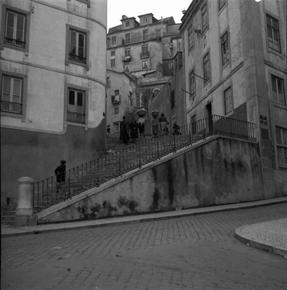 Escadinhas de São Crispim, 1945, foto Fernando Ma