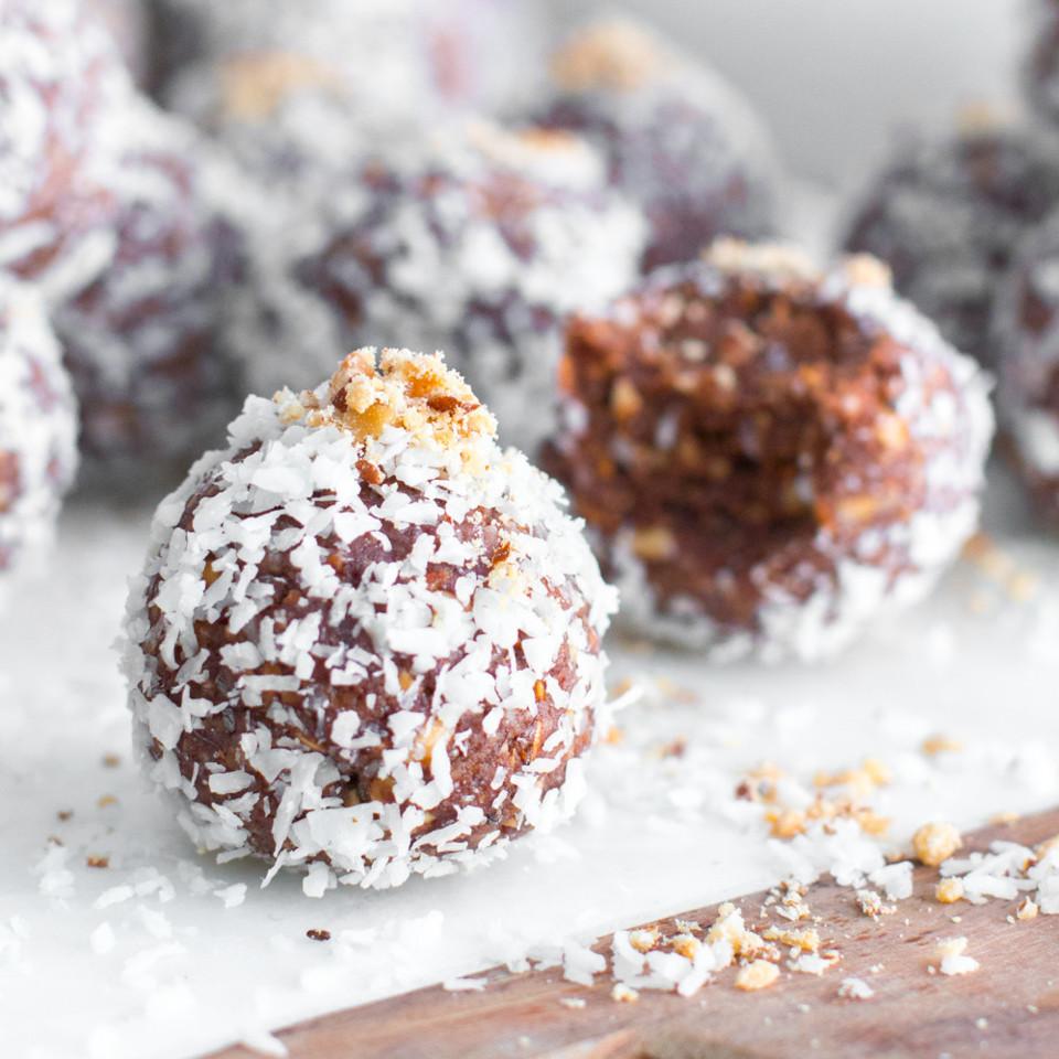 Date-Almond-Coconut-Protein-Balls-25.jpg