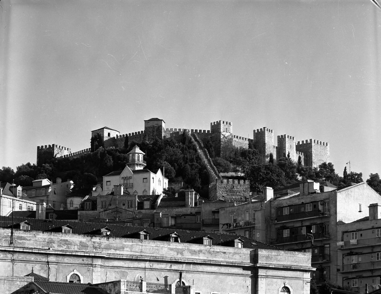 Panorâmica sobre o castelo de S. Jorge, vendo-se