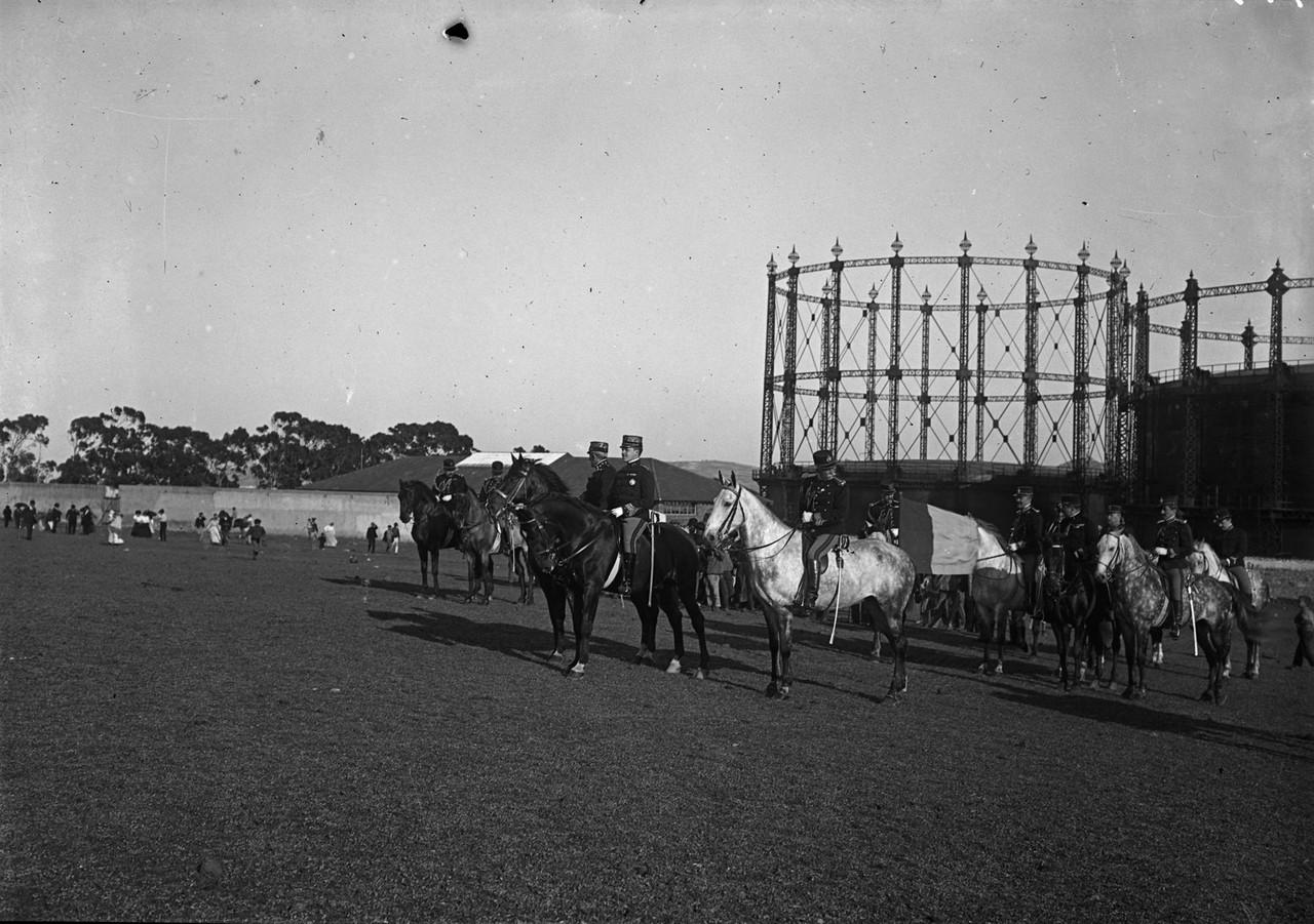 Dom Manuel II assistindo aos exercícios de cavala