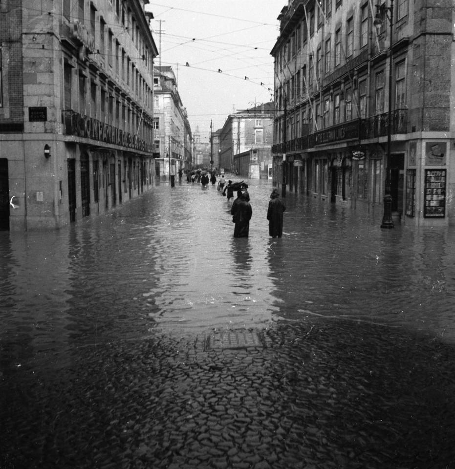 Inundações, rua Bernardino Costa, e a Rua do Ars