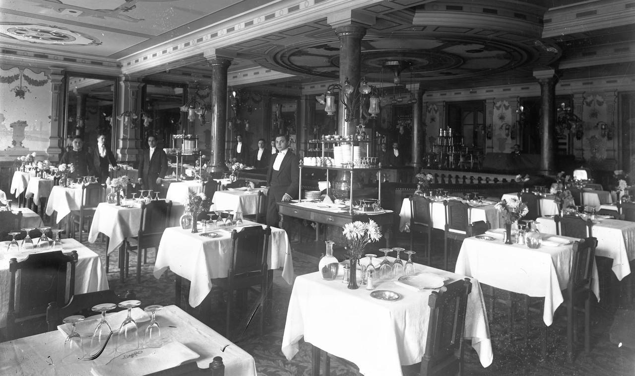 Interior do Café Martinho.jpg