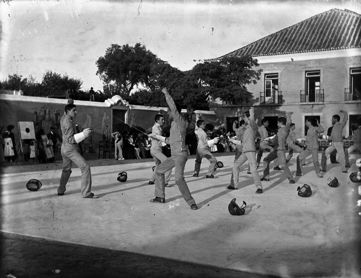 Colégio Militar, exercícios de esgrima, sd, fot