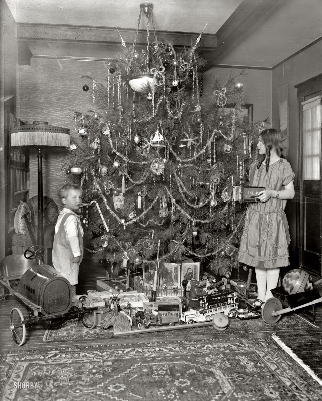 1920s-photography-history-christmas-visits-to-pre.