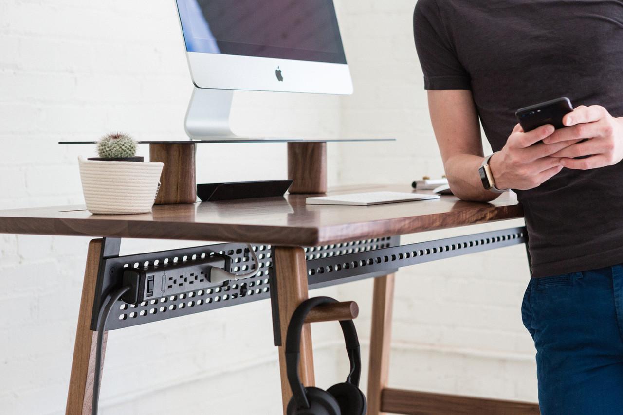 Artifox_Standing-Desk-02_Walnut_07.jpg