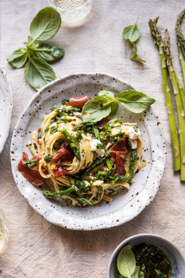 Spicy-Pesto-Asparagus-and-Ricotta-Pasta-with-Crisp