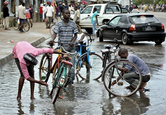 Bicicletas táxi, imperam em Quelimane