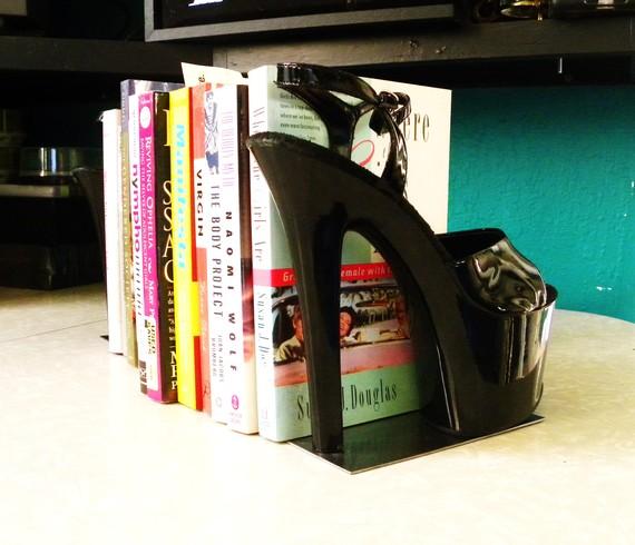 sapato salto alto suporte de livros reciclados