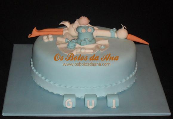 Bolo de Batizado bébé encostado a uma cegonha