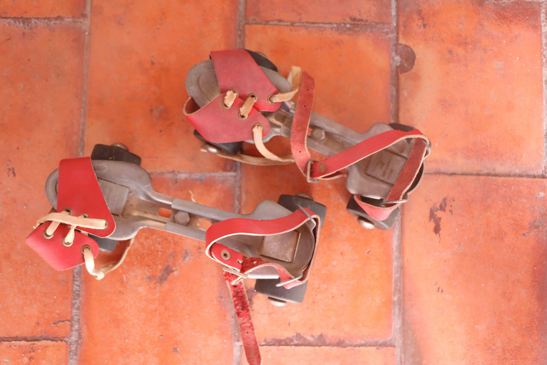 vintage-rollerblades-