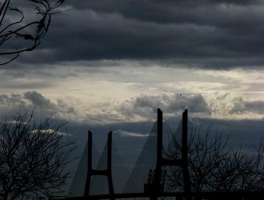 ponte sob o inverno