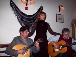 os Proprietários do Sr. Fado: Fadista Ana Marina e violista de fado Duarte Santos
